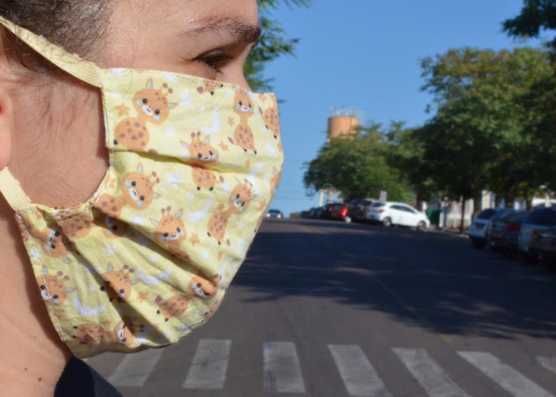 Número de pessoas que usa máscara ao sair de casa caiu