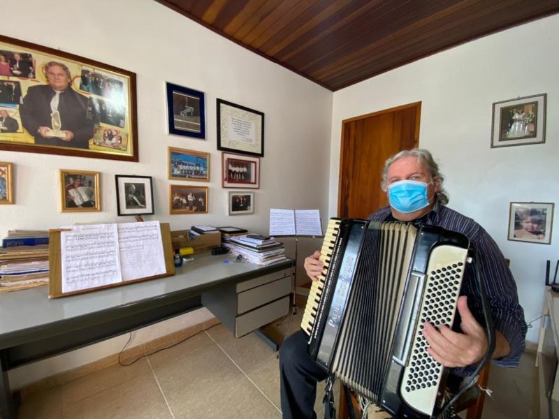 Em sua casa, as memórias construídas pela música