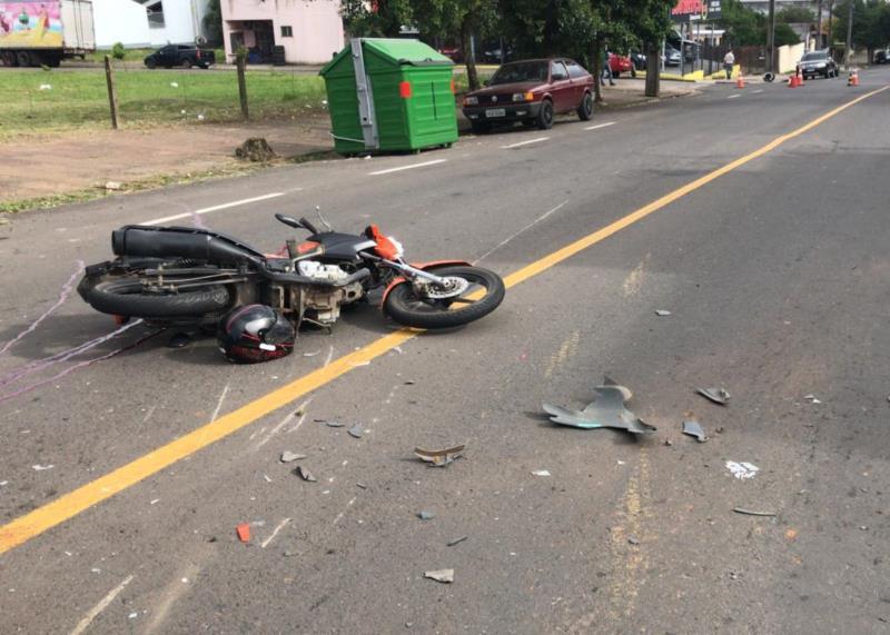 Condutor da moto foi encaminhado gravemente ferido ao Hospital Santa Cruz