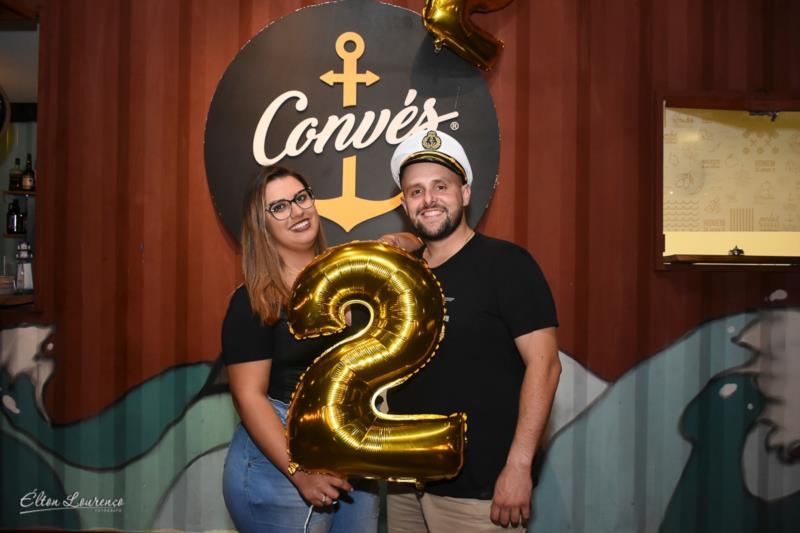 Robson ao lado da esposa Jéssica, na comemoração de 2 anos da empresa, em janeiro desse ano