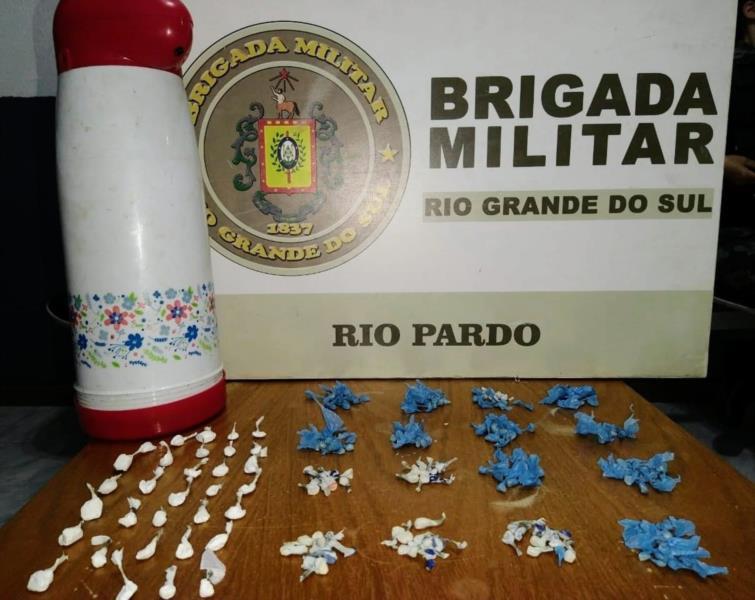 Brigada Militar prendeu a suspeita, de 31 anos, no Bairro Ramiz Galvão