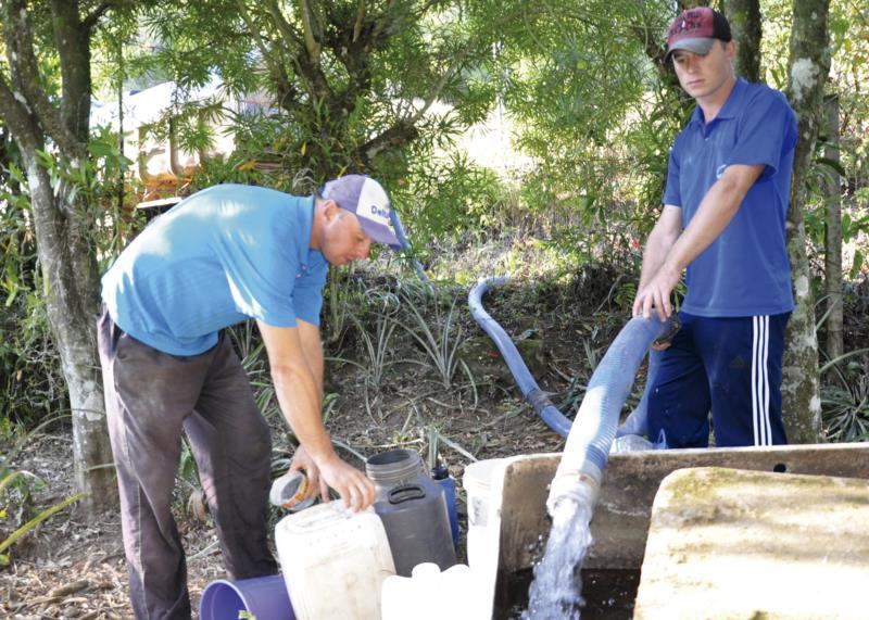 No Vale, entregas d'água ocorreram diariamente em função da seca
