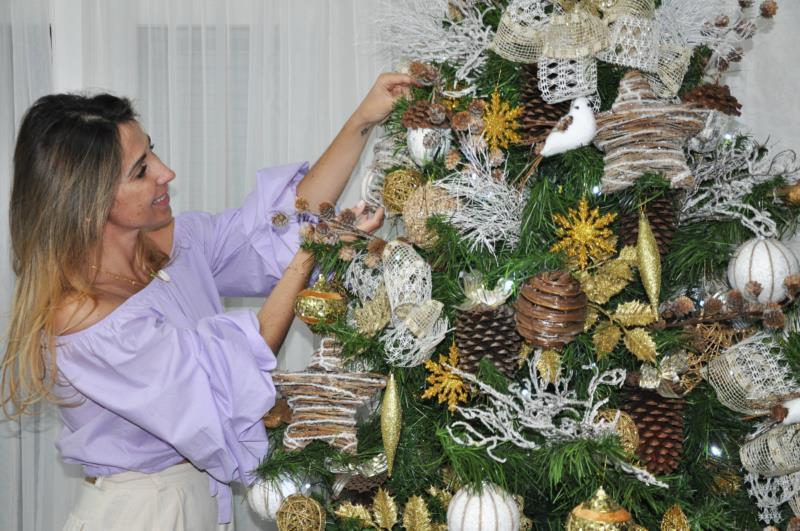 Em meados de outubro, Jaqueline montou pinheiro na casa dos pais