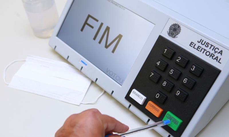 Urnas eletrônicas são usadas no Brasil desde 1996