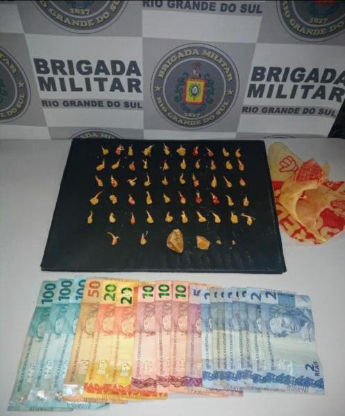 Drogas e dinheiro apreendidos pela BM