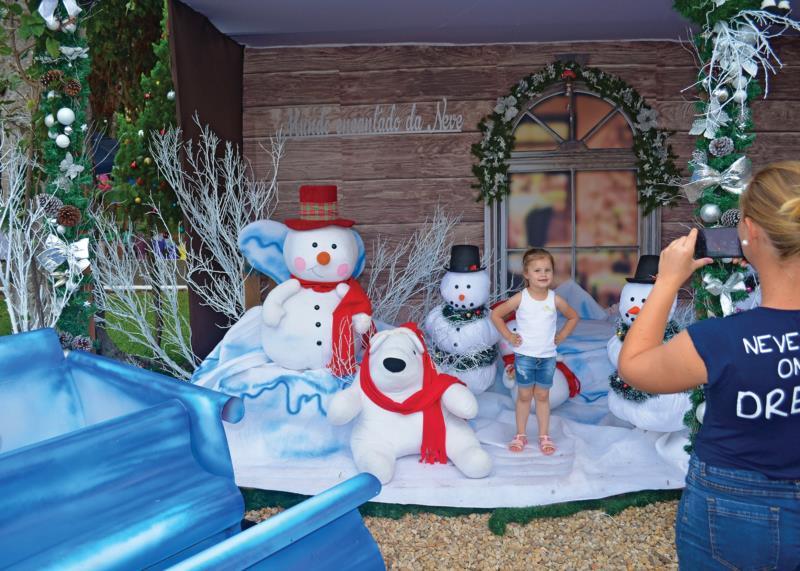 Nos pergolados, famílias registram o seu Natal