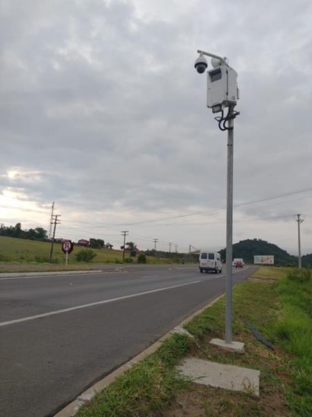 Além desses aparelhos, foram implantadas 25 câmeras e 25 dispositivos leitores de placas