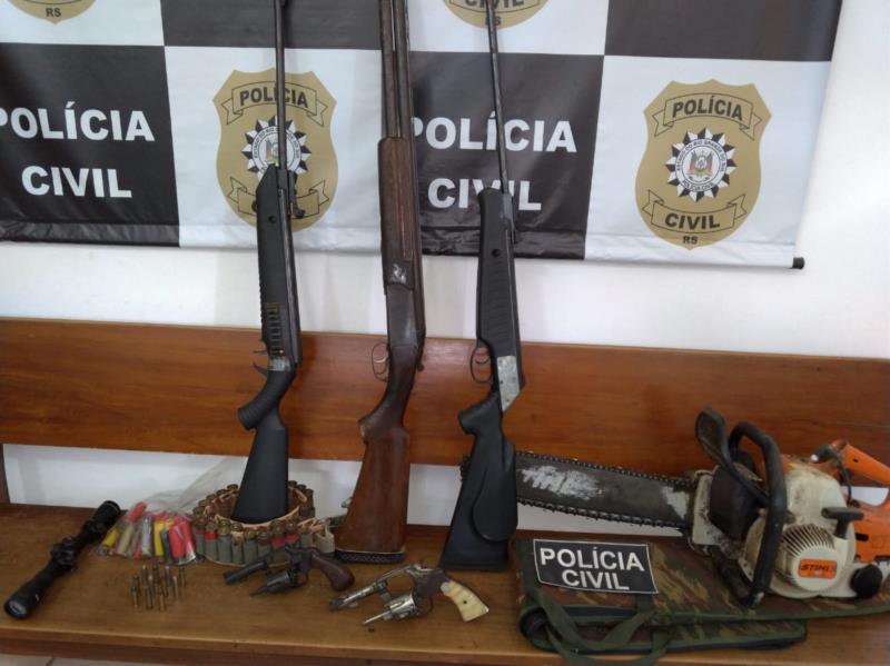 Armas foram apreendidas na ação