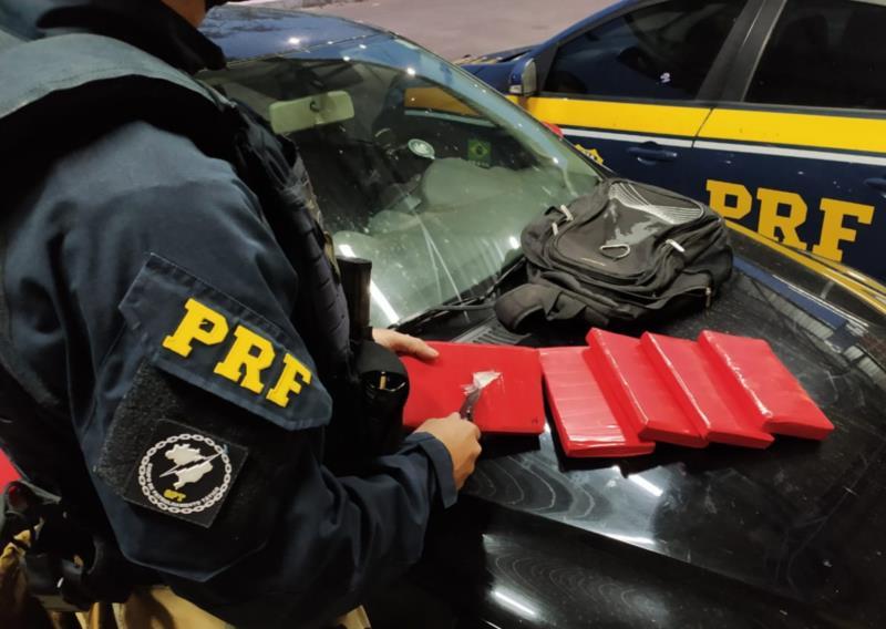 Um casal sem antecedentes foi preso transportando a droga
