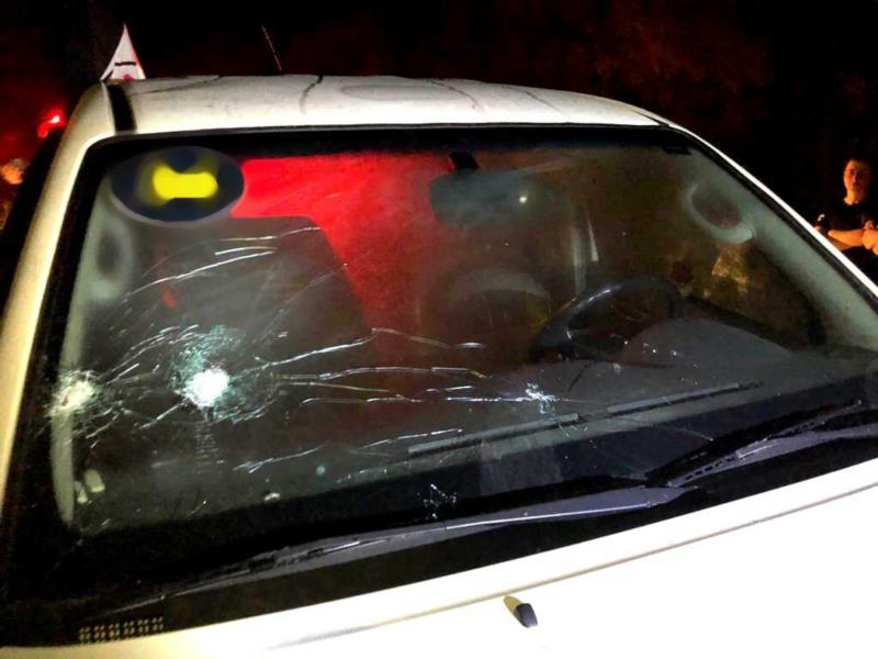 Diversos disparos atingiram o carro