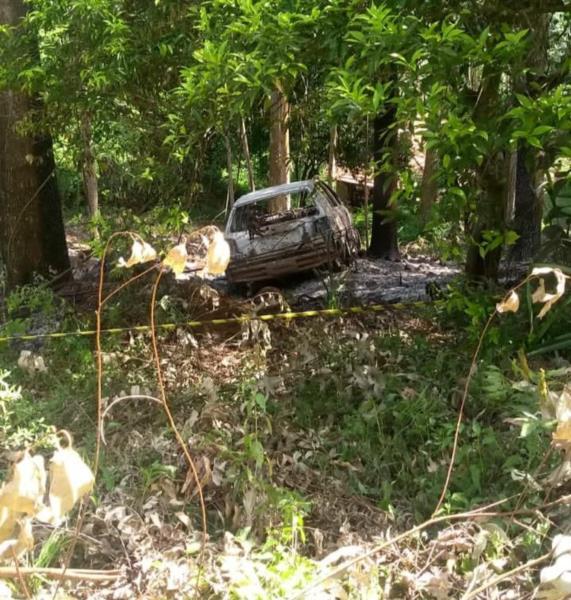 Carro foi incendiado