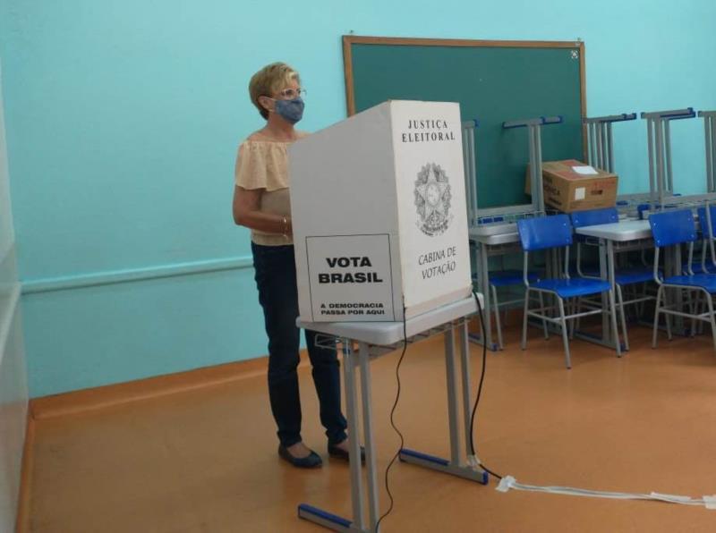 Candidata do Progressistas votou por volta das 11h na Escola Goiás