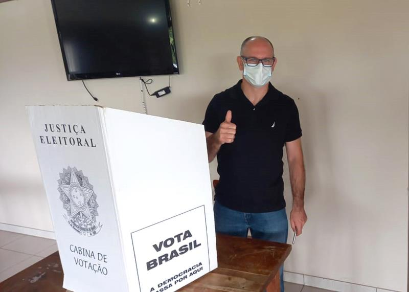 Carlos Eurico votou por volta das 11h da manhã deste domingo