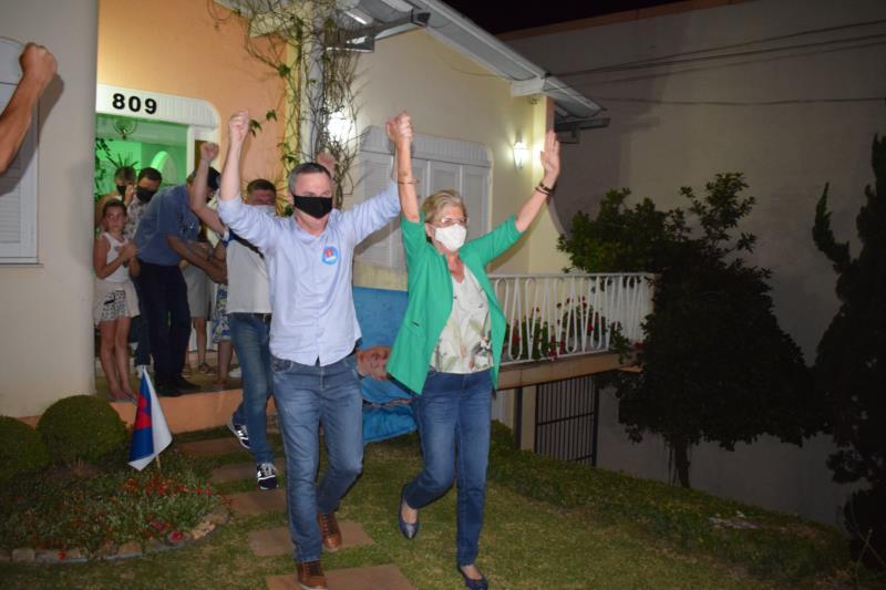 FOTOS E VÍDEOS: Confira registros da festa da vitória de Helena Hermany