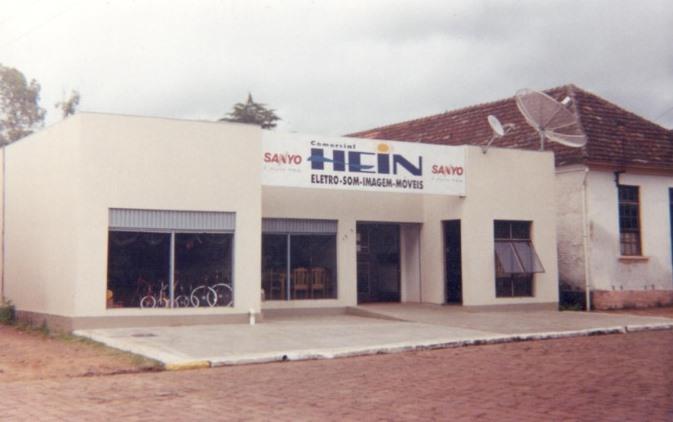 Fachada da empresa após nova ampliação em 1999