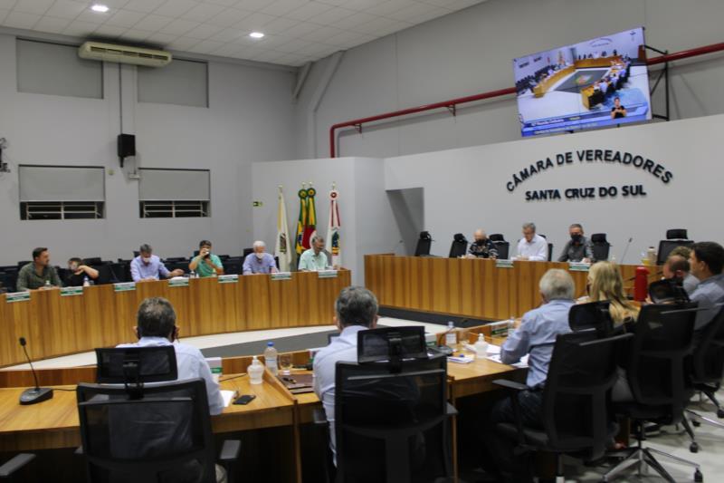 Vereadores derrubam veto ao projeto que prevê transmissão de reuniões do Gabinete de Emergência