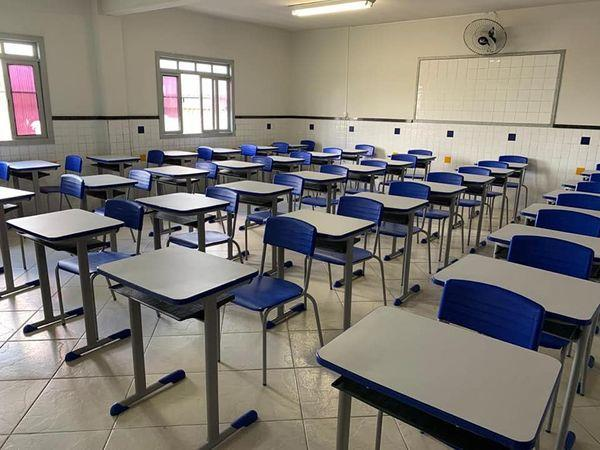 Regiões precisam ficar duas semanas em vermelho para interromper aulas