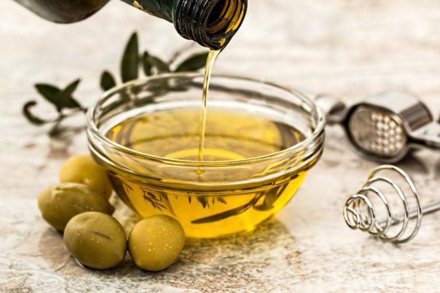 Ministério proíbe venda de 9 marcas de azeite de oliva por suspeita de fraude