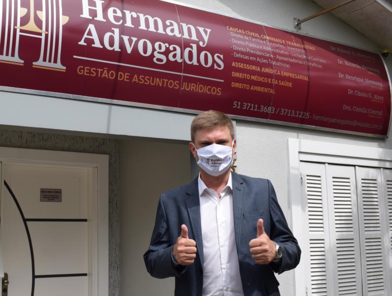 """""""Vou procurar ser um articulador do governo, para que as coisas aconteçam no Legislativo"""", diz Henrique Hermany"""
