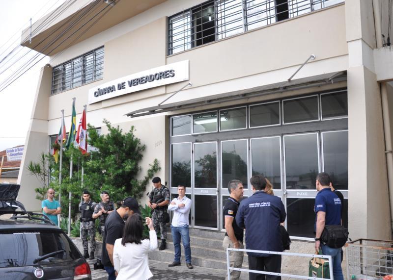 Câmara de Vereadores vai realizar sessão extraordinária que pode culminar na cassação de parlamentares e vice-prefeito