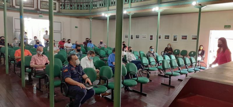 Reunião realizada entre autoridades do município