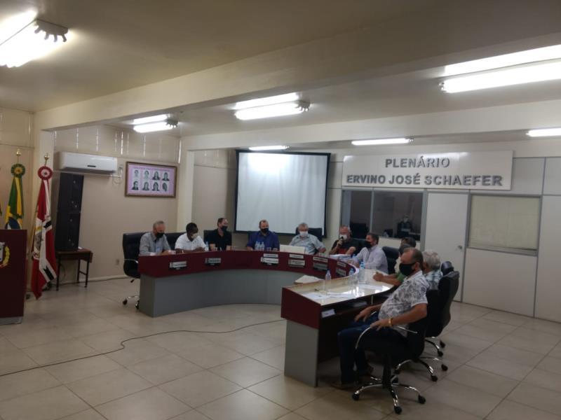 Câmara absolve vereadores e vice-prefeito em processo do Fura-Fila