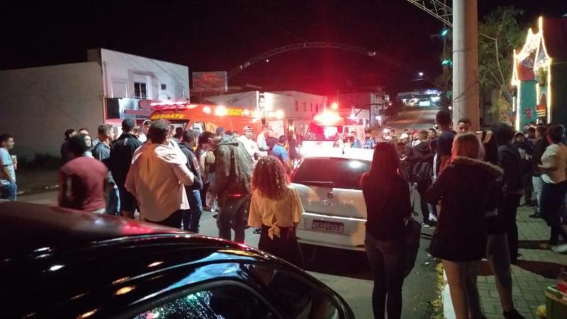 Caso aconteceu nos arredores da praça, na Rua Cláudio Manoel, no início da madrugada de sábado