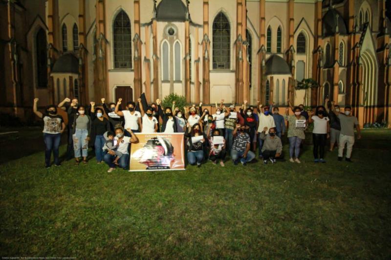 Dezenas de pessoas ligadas à comunidade e a entidades afro do município se reuniram