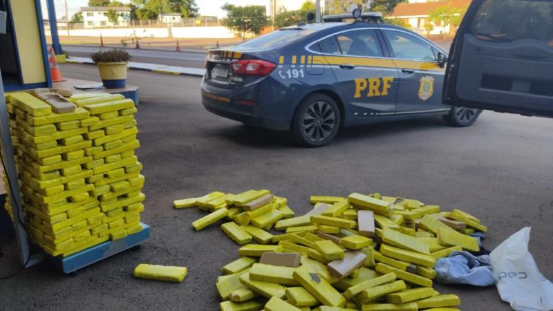 Durante ação de enfrentamento ao crime, policiais localizaram suspeitos em dois carros