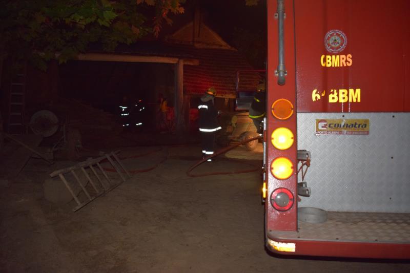 Estufa de fumo é atingida por fogo no interior de Vera Cruz