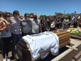 Corpo do prefeito Telmo Kirst é sepultado
