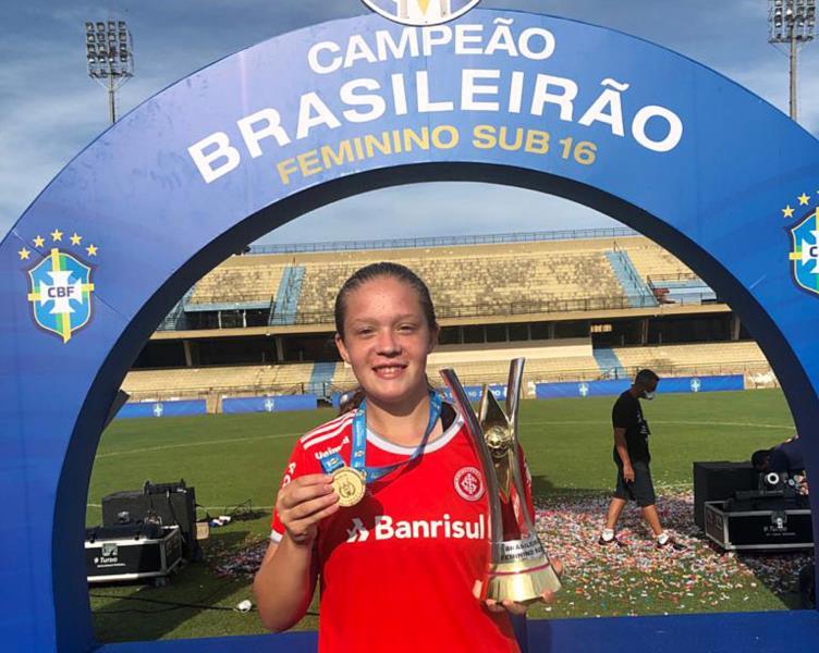 Bruna joga há dois anos no Sport Club Internacional