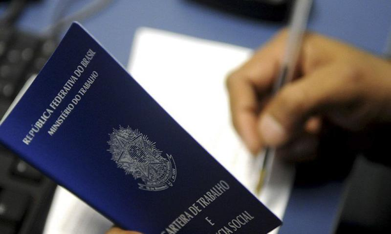 Caged registra criação de 414,5 mil vagas com carteira assinada no mês