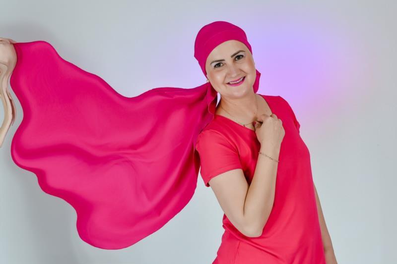 A fotógrafa vera-cruzense Aline Cristina Bostmann descobriu o câncer de mama dois dias após comemorar seus 40 anos