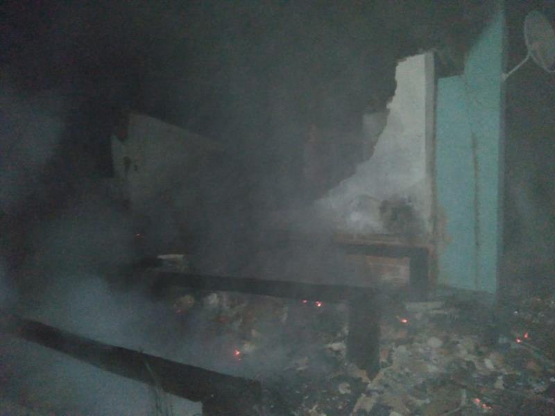 Incêndio foi registrado na madrugada deste sábado