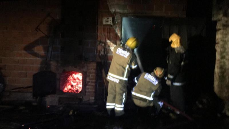 Incêndio foi registrado na noite deste sábado