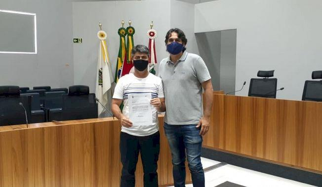 Vereador Luizinho com o deputado federal Danrlei de Deus Hinterholz