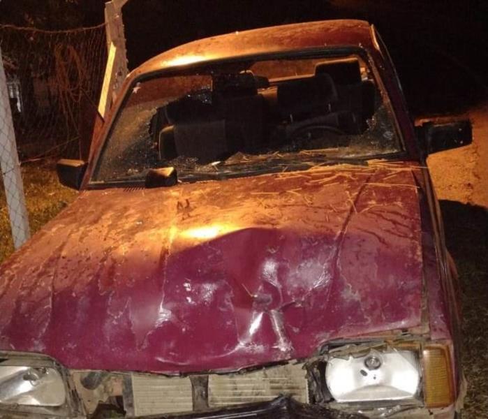 Condutor do carro saiu ileso na colisão