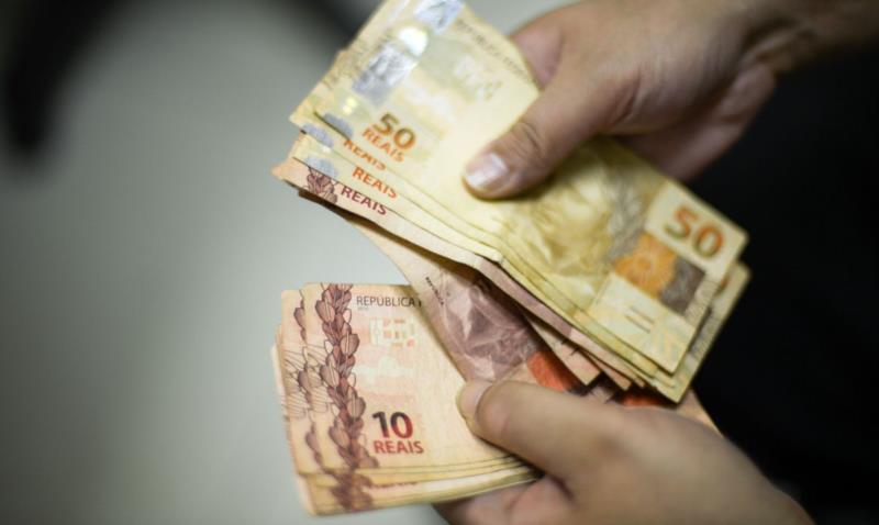 No ano passado, o salário mínimo estava em R$ 1.045