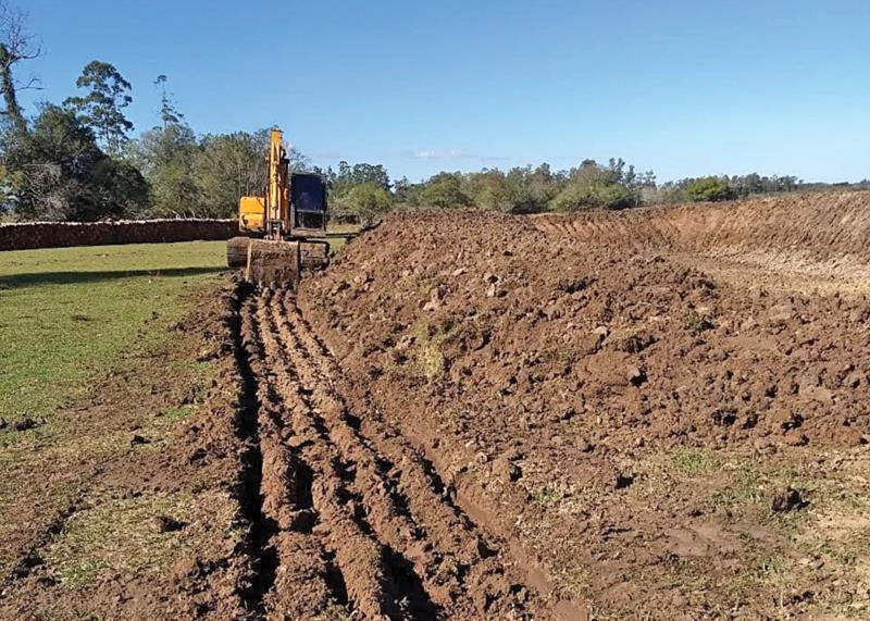Serviços de abertura e manutenção de açudes têm aumentado para enfrentar a seca
