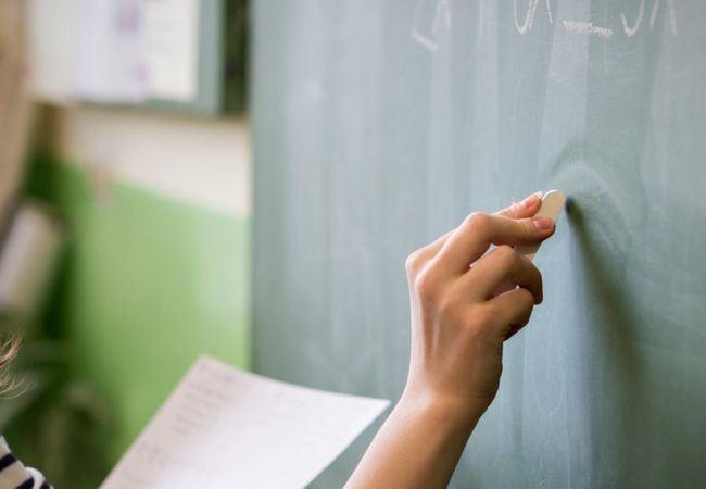 Vagas são para especialistas da área da Educação, servidores e professore