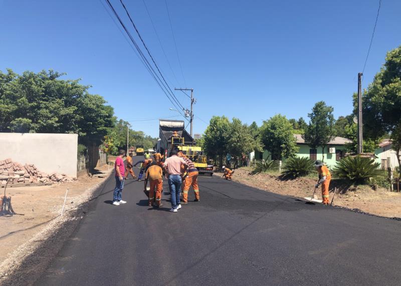 Pavimentação asfáltica em Formosa, no interior do município, está em fase final