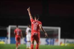 Com três de Yuri Alberto, Inter goleia São Paulo e é o novo líder