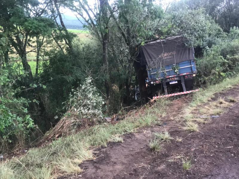 Acidente entre carreta e carro deixou dois mortos na RSC-287 em Vera Cruz
