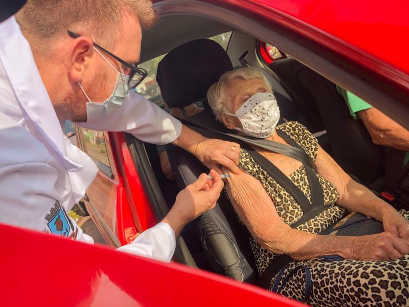 Nesta quinta-feira iniciou a vacinação para as pessoas com mais de 90 anos