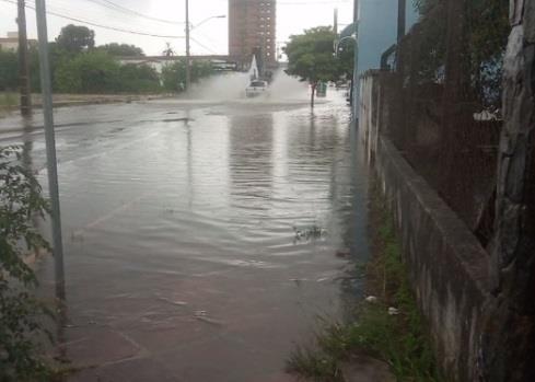 Rua General Osório também registra grande quantidade de água