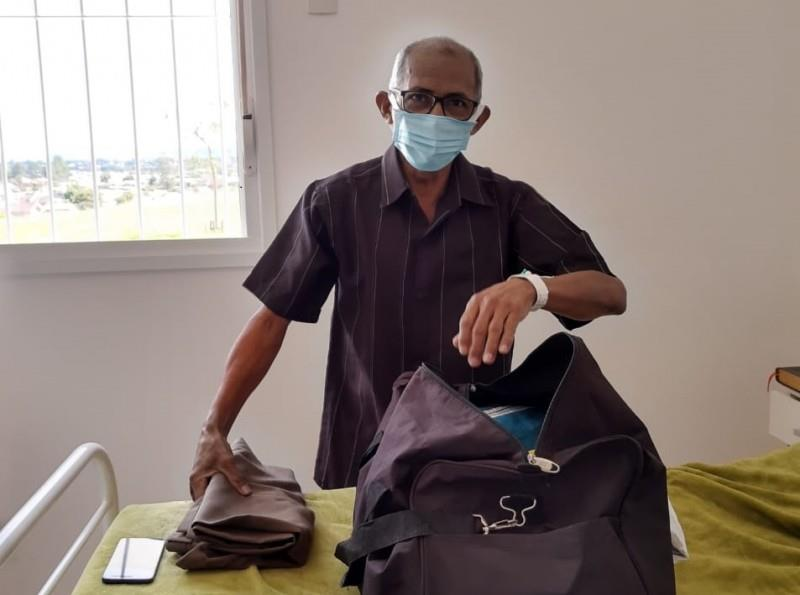 João de Souza, 58 anos, acordou animado para preparar o seu retorno para Manaus