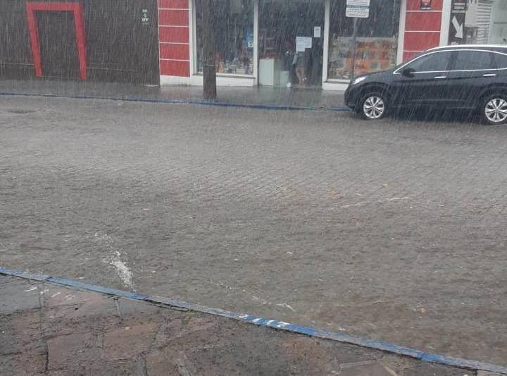 Chuva ocasionou alagamentos em pontos do Centro