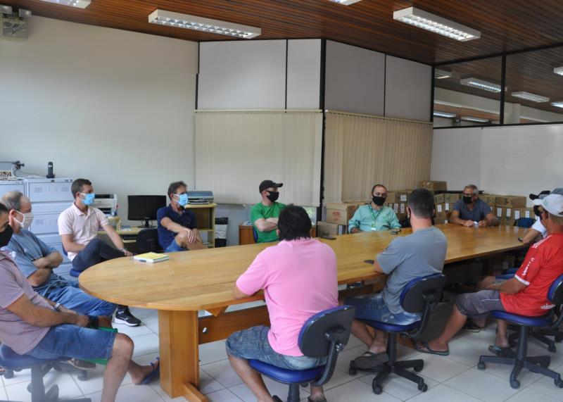 Reunião sobre a safra de brócolis no município ocorreu na Prefeitura de Vale do Sol