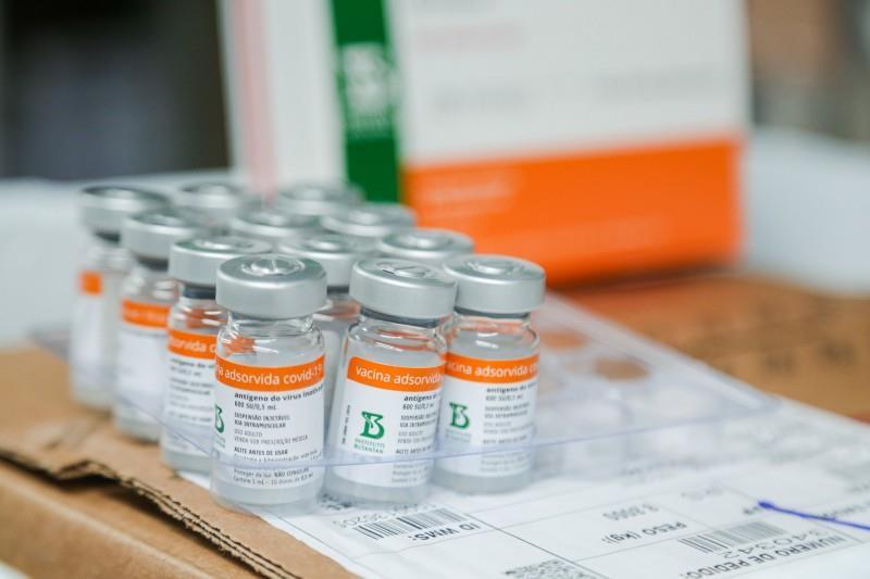 Estado começa a vacinar parte da população com 69 anos, todos entre 70 e 72 anos, além de quilombolas
